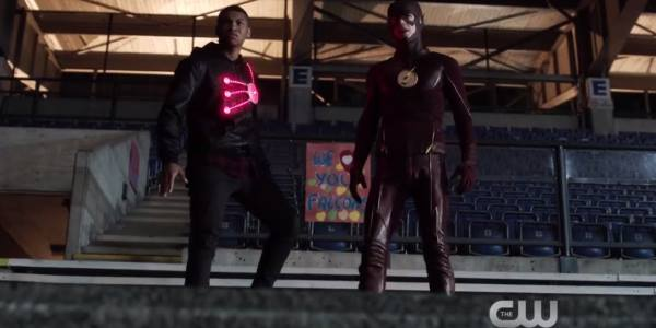 The Flash Behind the Scenes Images Show Franz Drameh as